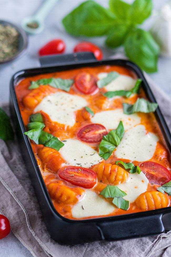Gnocchi-Auflauf mit Tomatensoße und Basilikum von meinestube
