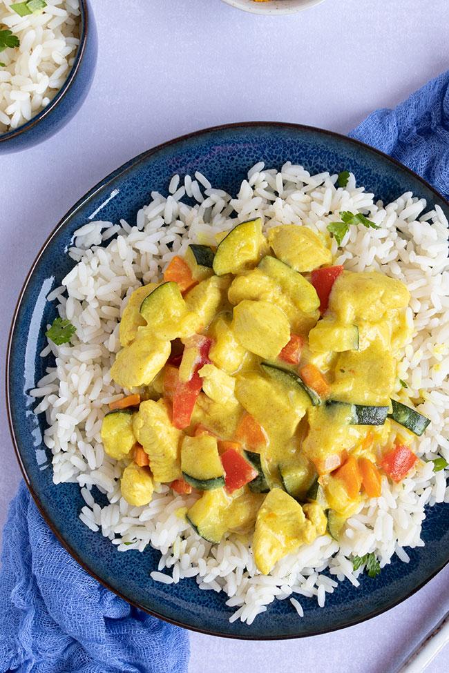 Curry-Gericht mit Geflügel und Gemüse von meinestube