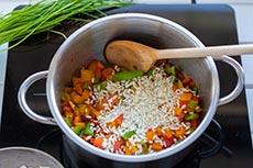 Reis über Gemüse verteilen, meinestube