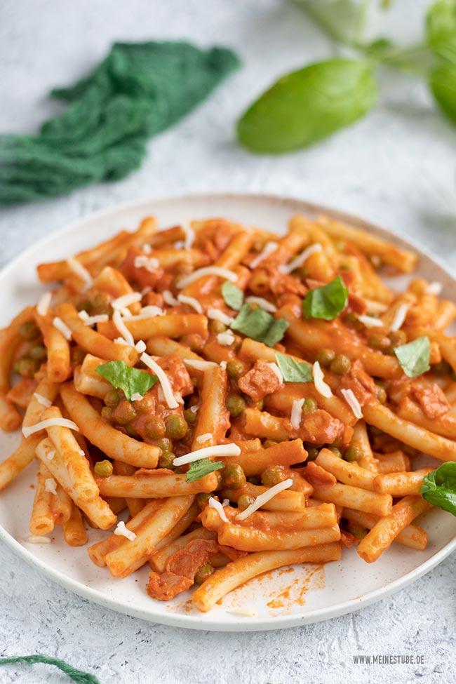 Maccheroni mit Tomaten-Sahnesoße, meinestube