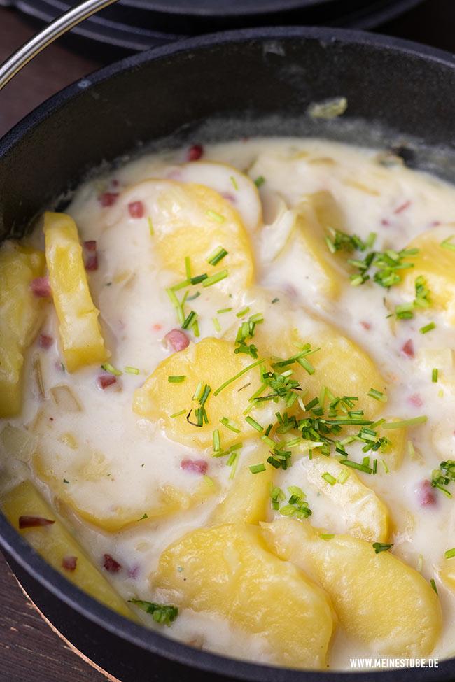 Béchamelkartoffeln vom Grill im Dutch Oven, meinestube