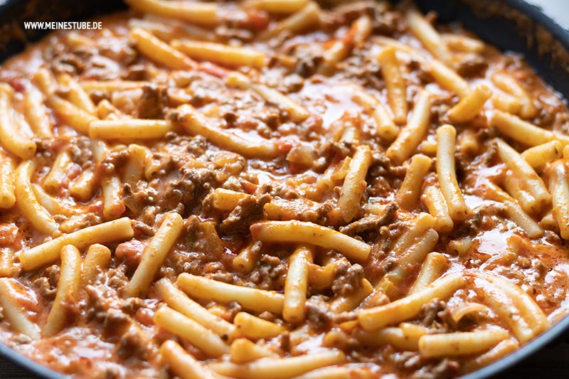 Hackfleisch-Käse-Soße mit Pasta, meinestube